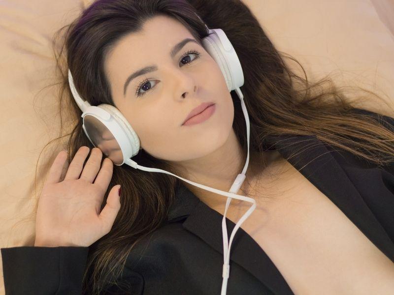 woman using hypnosis app to quit smoking